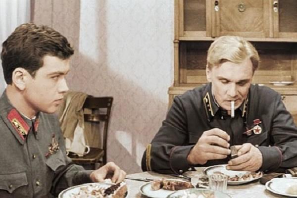 Георгий Юматов в роли красного командира Алексея Трофимова