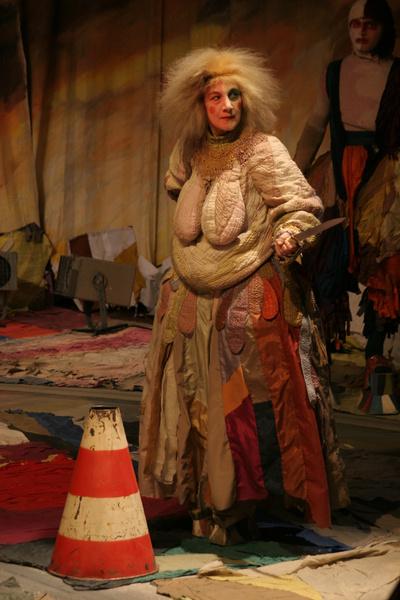 Актриса в спектакле «Мамаша Кураж»