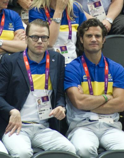 Принц Даниэль и принц Карл Филипп проявляют завидную сдержанность на трибунах - шведы!