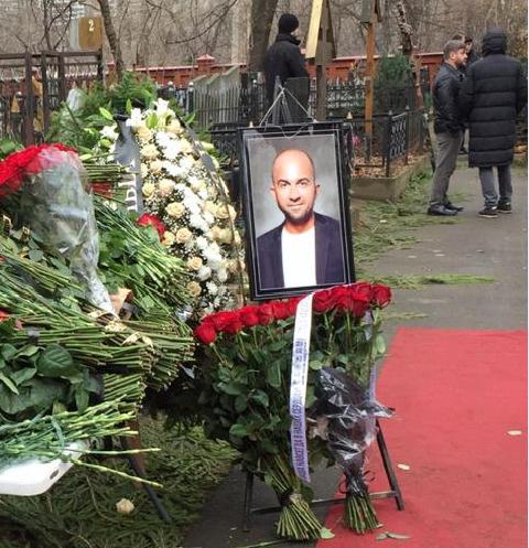 На похоронах Павла было море цветов