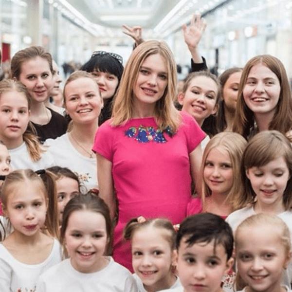 Наталья Водянова на акции для детей