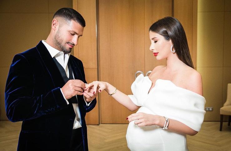 В декабре Кети вышла замуж за Льва Деньгова
