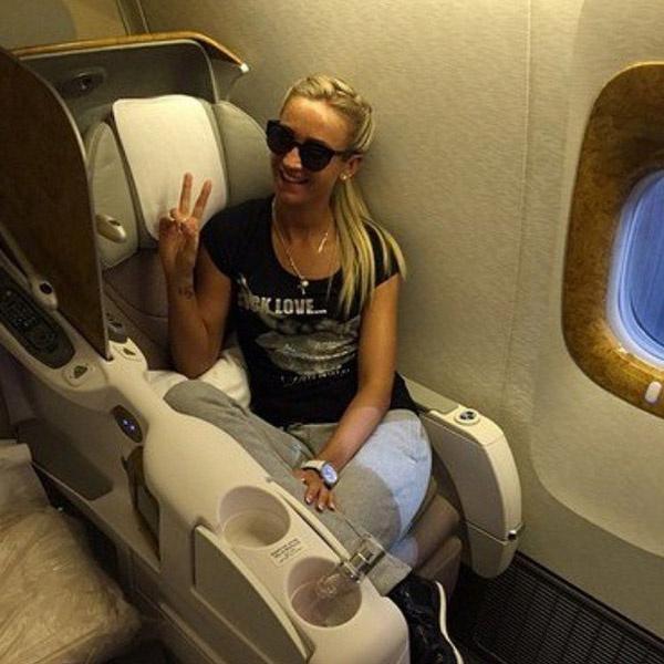 Ольга Бузова летела первым класом