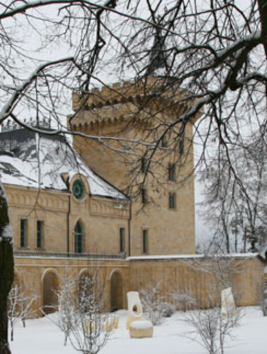 Жену Максим Галкин, как и положено, привел к себе в дом – в замок вдеревне Грязь