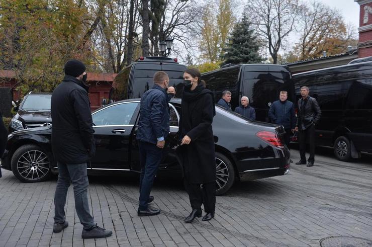 Паулина Андреева поддерживает супруга в такой тяжелый для него день