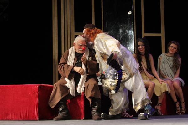 Актер уже давно болеет, но старается не пропускать спектакли и репетиции в театре