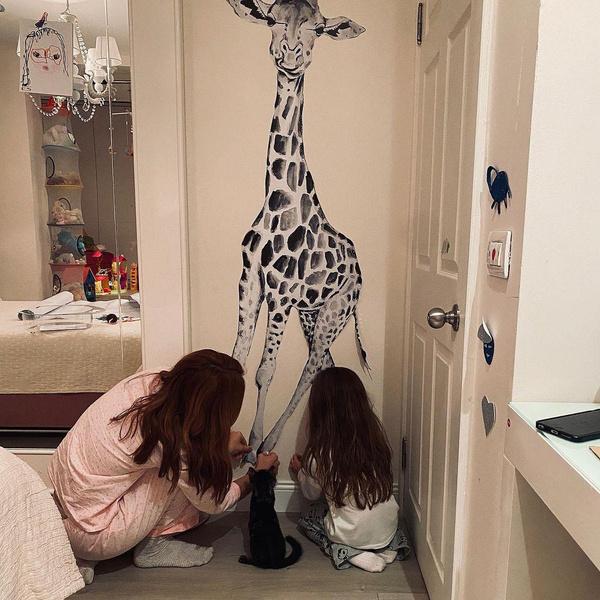 Актриса сама придумывает декор для комнаты дочери