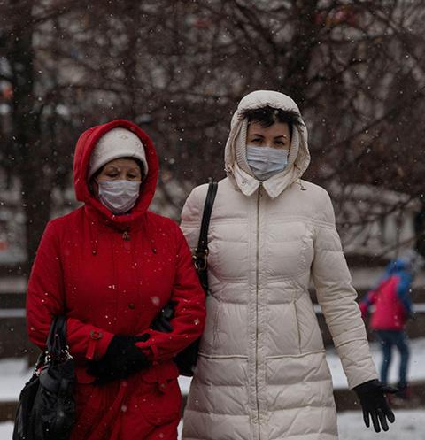 Осенью и зимой коронавирус распространется быстрее