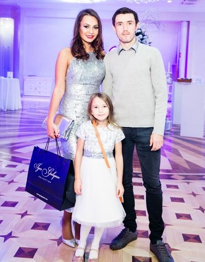 Юрий и Инна Жирковы с дочерью