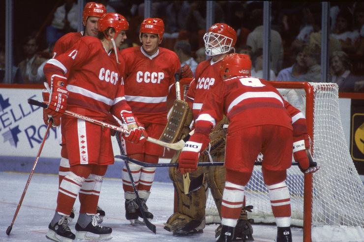 Всего в чемпионатах СССР Ларионов провёл 457 матчей и забросил 204 шайбы