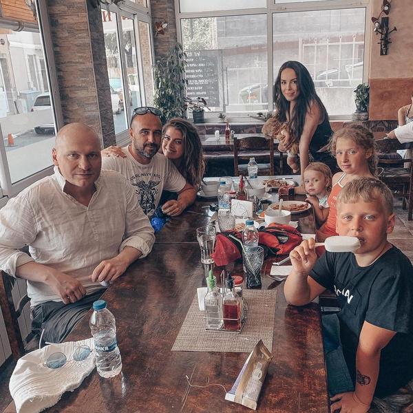 Родственники стараются поддержать Сергея в трудный период