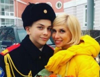 Алена Свиридова ограждает сына от женщин