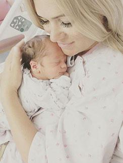 Виктория Макарская с новорожденным сыном Ваней