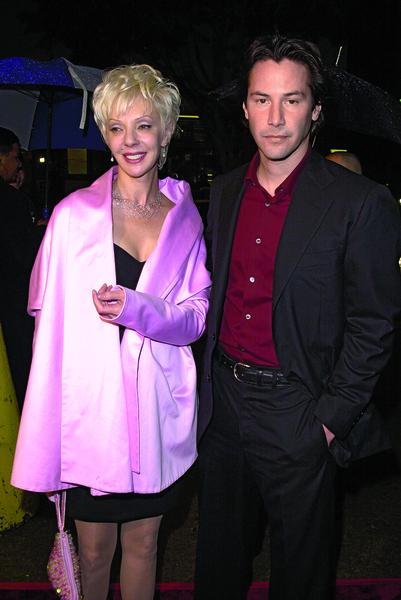 Кроме того, несложно заметить, что избранница актера по типажу напоминает его мать Патрисию Бонд
