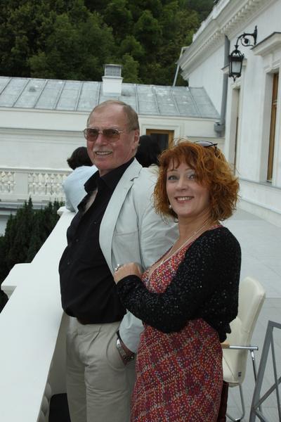 Супруга часто поддерживает Гостюхина на светских мероприятиях