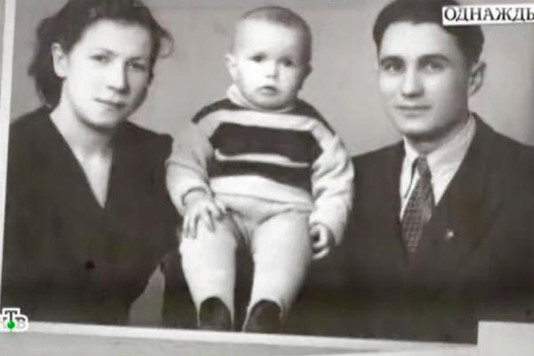 Маленький Гармаш с родителями
