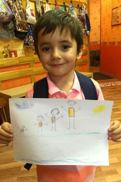 Митя нарисовал свою семью