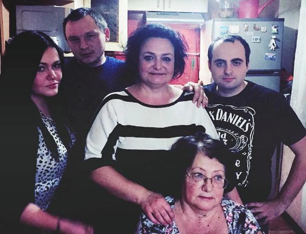 Бывшая жена Пригожина (в центре) не комментирует произошедшее