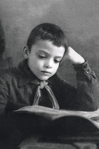 Владислав Дворжецкий старательно учился, несмотря на тяжелые условия жизни