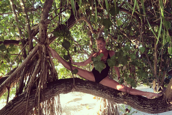 Балерина часто отдыхает на экзотических островах