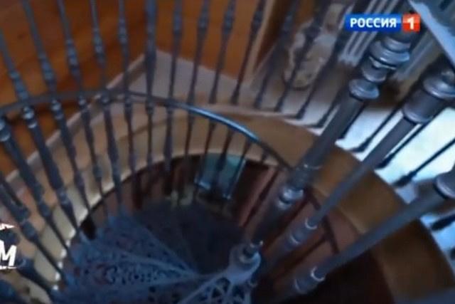 Чугунная лестница, по которой каждый день поднимался диктор