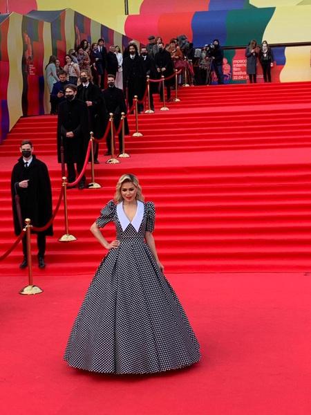 Белла Потемкина выбрала платье с пышной юбкой