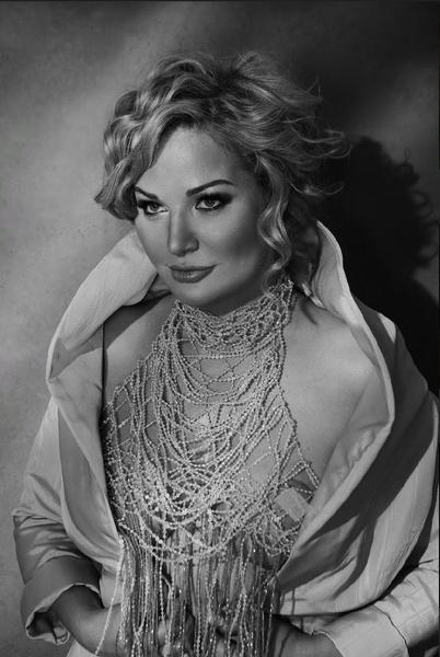 Смелый образ певице придумала подруга - дизайнер Алиса Толкачева.