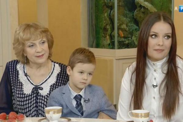 Оксана Федорова с сыном Федей и свекровью