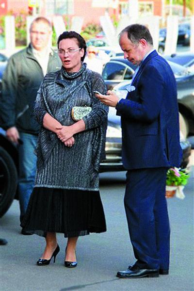 Людмила Лисина управляет частной галереей