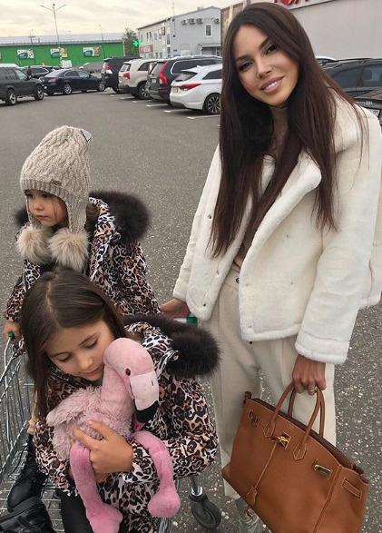 Оксана Самойлова с дочерьми
