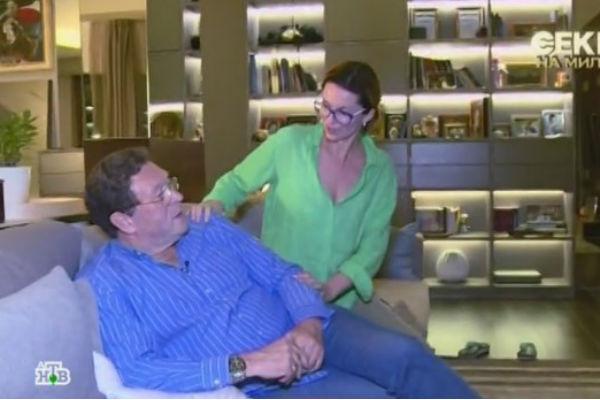 Супруги любят отдыхать в новой гостиной