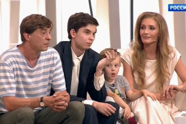 Анна с мужем Егором и сыновьями