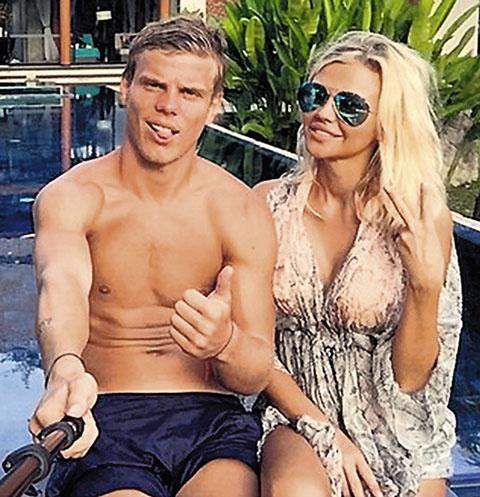 Александр Кокорин с девушкой Дарьей