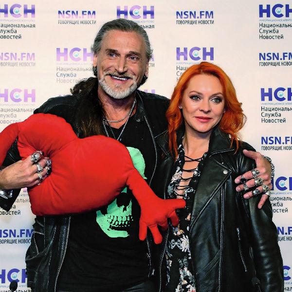 Знаменитости познакомились в 2007 году на съемках телешоу «Танцы на льду»