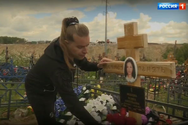 Шоумен посетил могилу бывшей возлюбленной