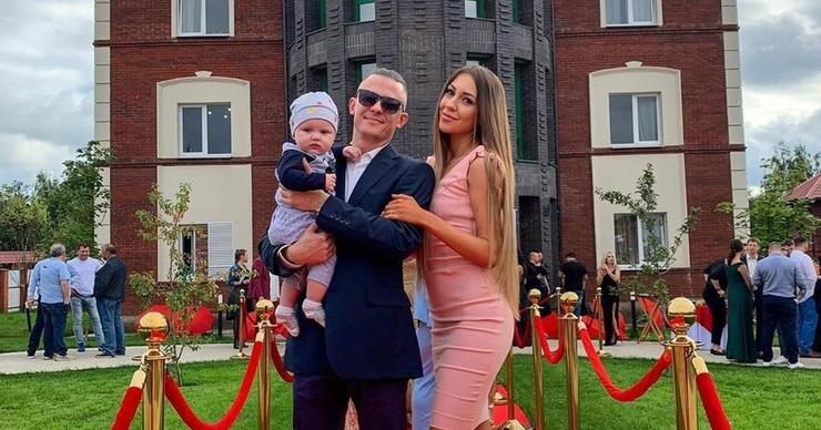 Алена Рапунцель впервые вышла в свет с новым бойфрендом