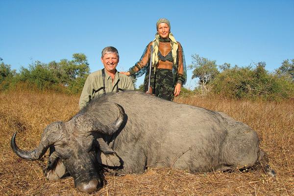 Елену с бывшим мужем объединяла охота, причем часто на экзотических животных