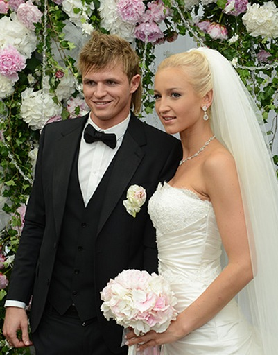 Ольга Бузова вышла замуж за Дмитрия Тарасова в июне 2012 года