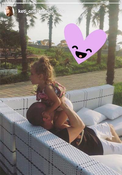Оливия Гейхман с отцом на отдыхе