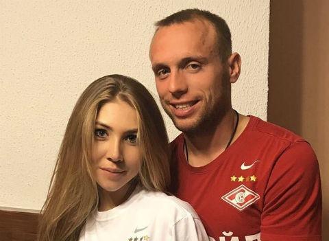 Жена Дениса Глушакова: «Подала на развод, устав терпеть измены мужа»