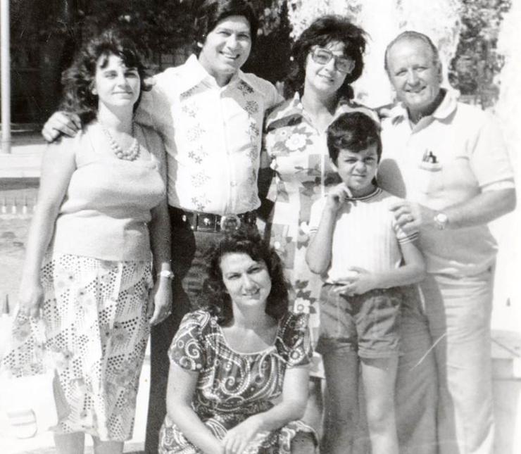 Филипп Киркоров в детстве со своими родными