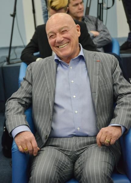 Познер заявлял в своей биографии, что тесно дружит с Дроздовым
