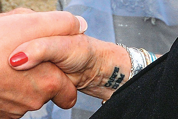 На татуировку пожилая актриса решилась благодаря дочери