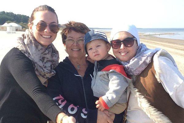 Жанна Фриске с мамой, сестрой и сыном