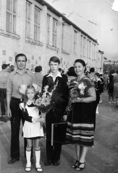 Истории родителей об участии в самодеятельности вдохновили Миронова стать актером