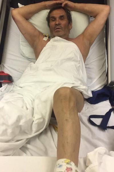 На снимках из больницы Алибасов выглядел очень слабым