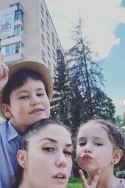 Агата заявила, что отпускала детей на отдых только с папой