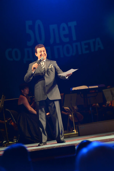 На сцене Иосиф Кобзон
