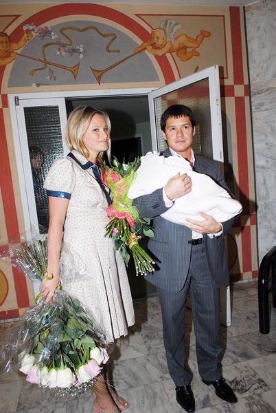 Борисова подозревала, что отцом Полины мог быть не Максим Аксенов, а Александр Подлопушный. Генетическая экспертиза показала, что Александр не родственник Поли, но Дана отметила, что это не единственный мужчина, с кем она вступала в сексуальную связь за девять месяцев до родов