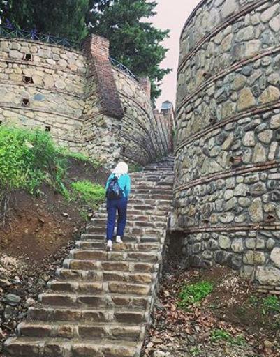 Лестница к Храму Цминда Самеба в Гергети